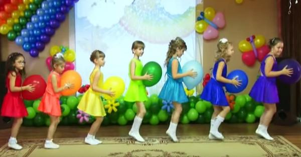 Küçüklere uygun 23 nisan balonlu gösteri