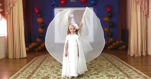 Minik prensesler okul gösterisi (video)