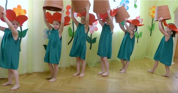 Saksıda çiçek gösterisi (video)